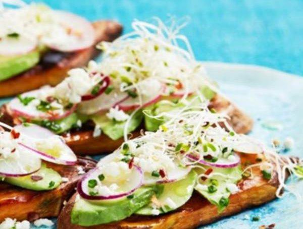 Tostirani BATAT s avokadom i klicama, soul food internet trgovina